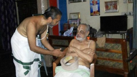 Seeking blessings from Sri.U.Ve.E.S.Boovarachariar Swami @ Alwar Thirunagari